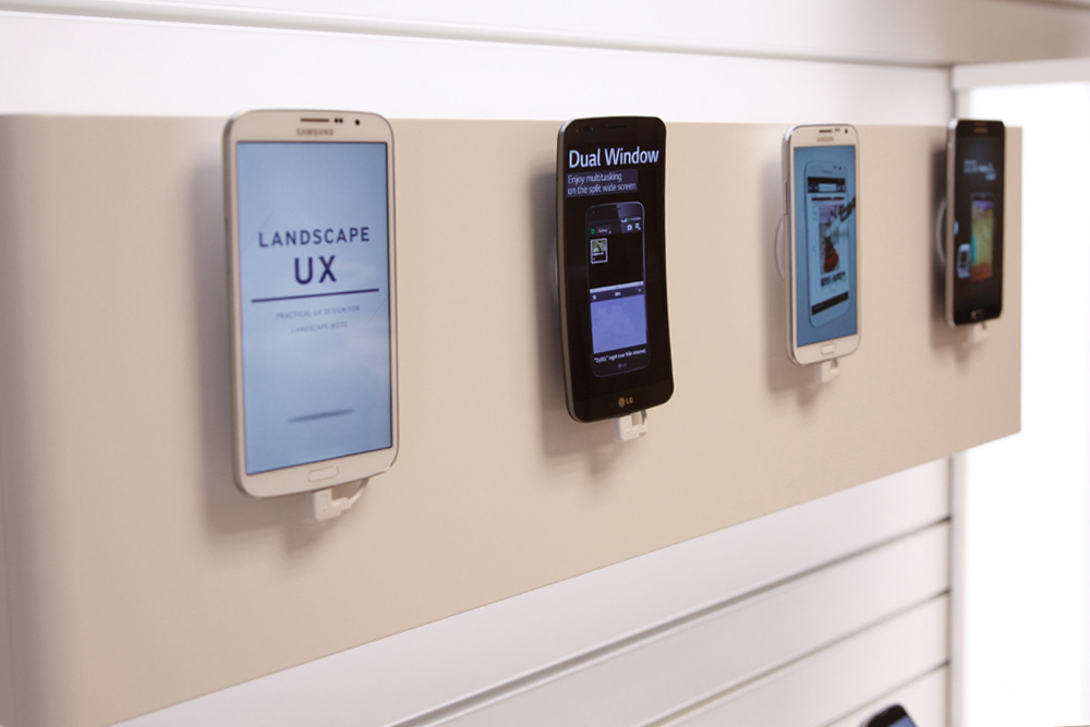 Wall module for tablets or phones